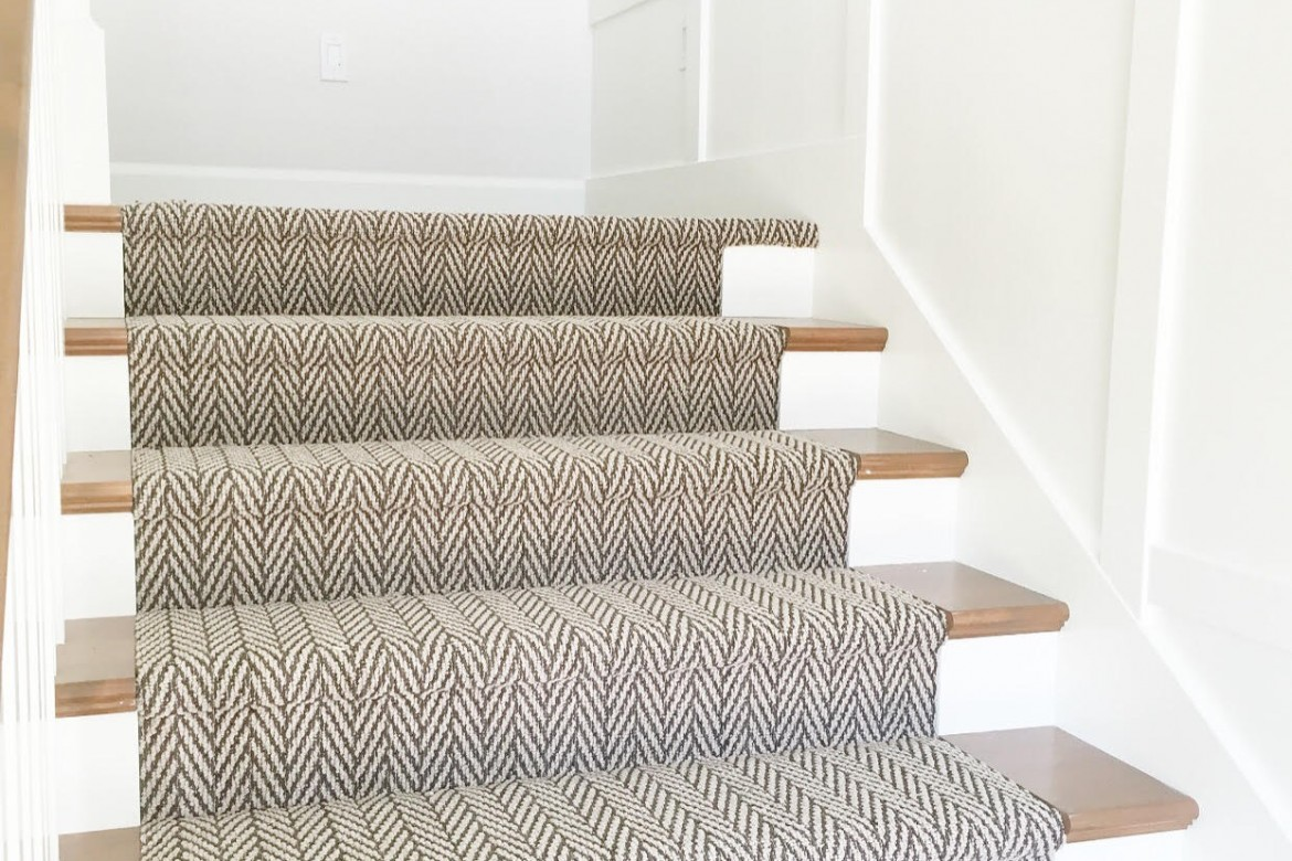 A guide to stair runners carpet plus flooring store in for Runners carpets and rugs